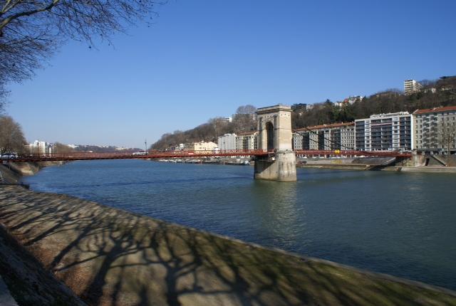 Quai de Saône passerelle Mazaryk