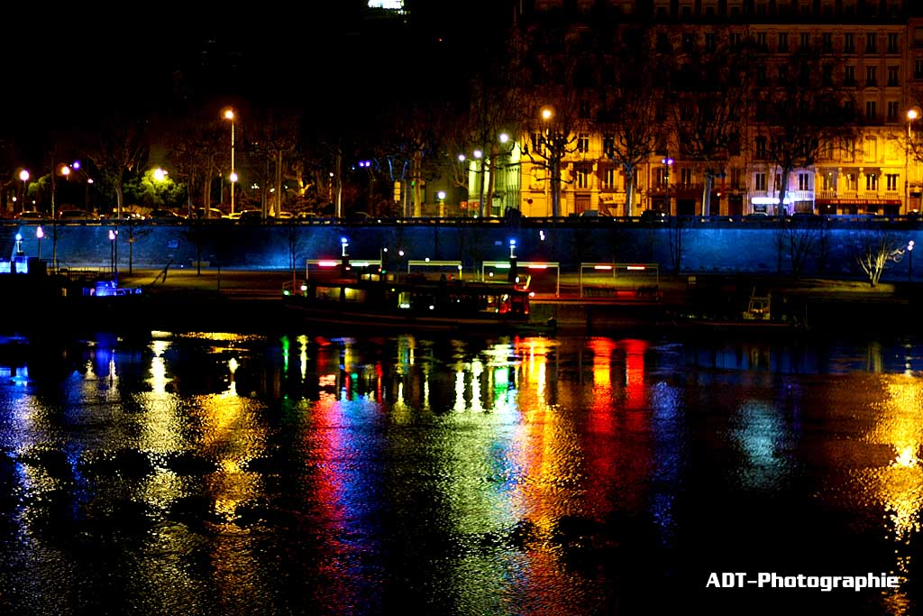photo des berges du rh ne de nuit lyon. Black Bedroom Furniture Sets. Home Design Ideas