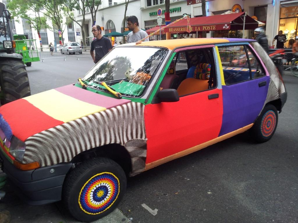 voiture tricotée invites villeurbanne
