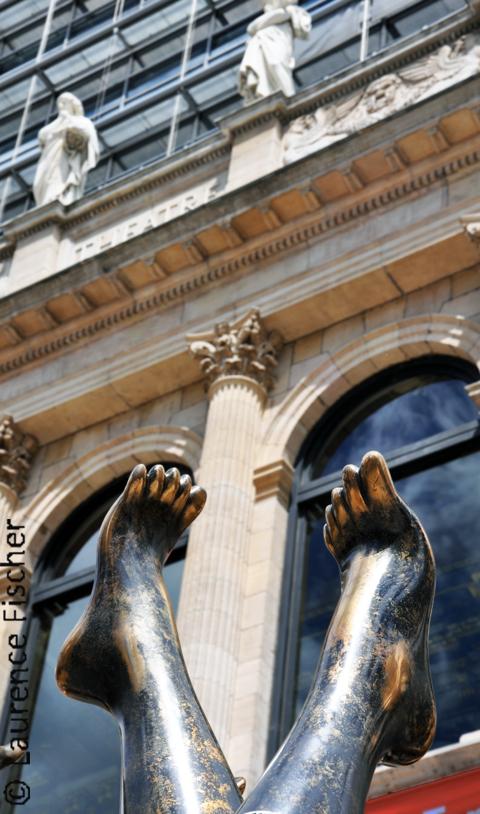 statue pied opera lyon