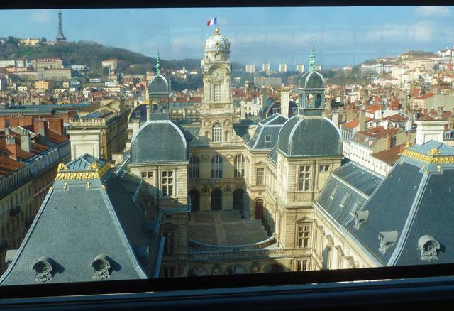 vue-hotel-de-ville-lyon-opera